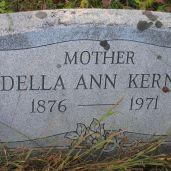 37-Della-headstone